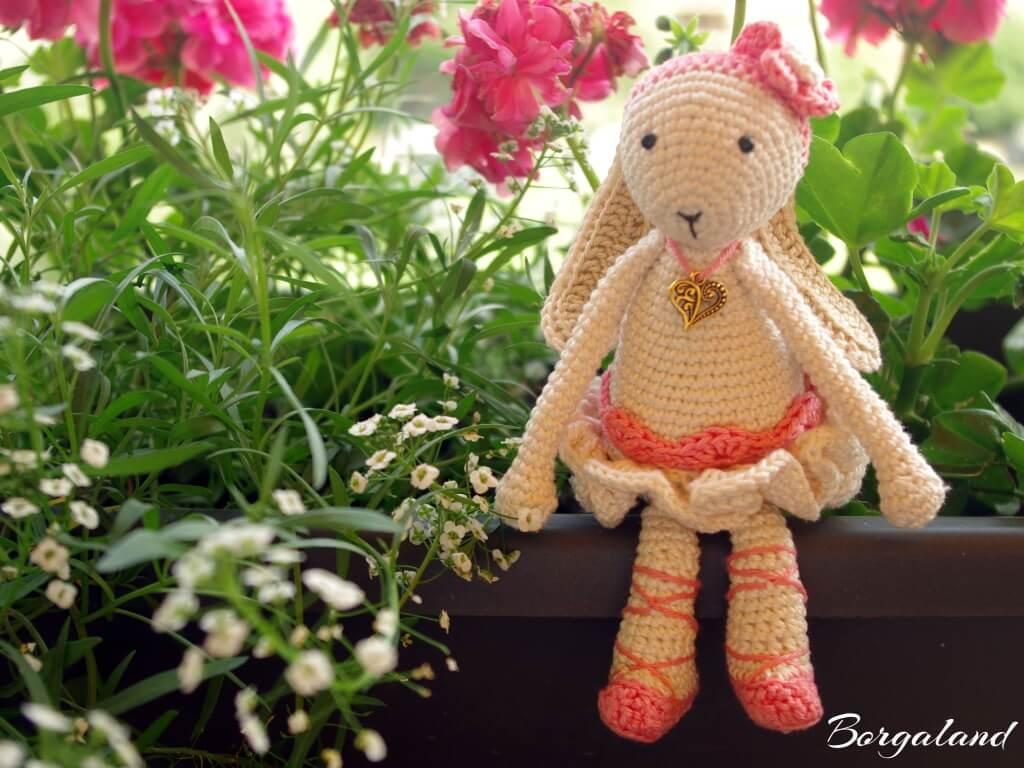 Pink_rabbit_1024